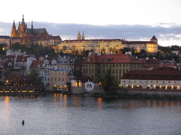 Fabulous Friday Foto: Photos of Prague Castle at Dusk