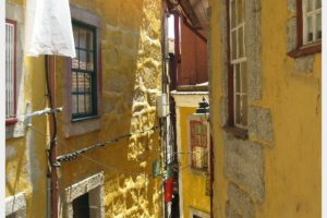 Fabulous Friday Foto: Wandering the Back Alleys in Porto Portugal