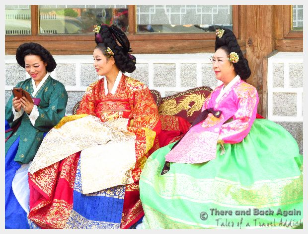Fabulous Friday Foto: Korean Women in Traditional Korean Costumes