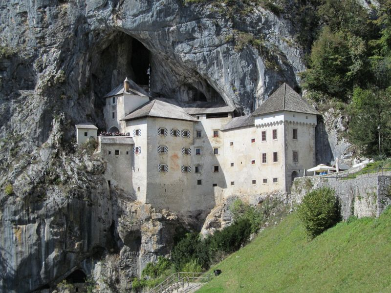 Predjamski Grad (Predjama Castle) and Postojna Caves Slovenia – A Easy Daytrip from Ljubljana Slovenia