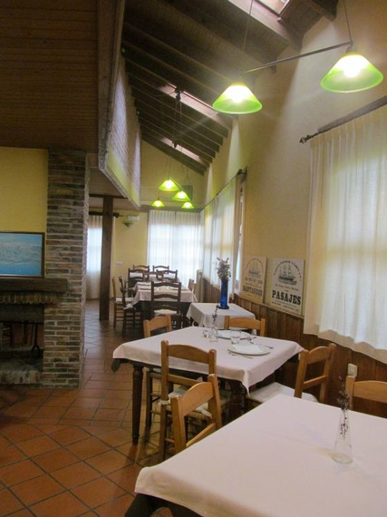 The dining room at La Montana Magica Alojamiento Rural en Asturias